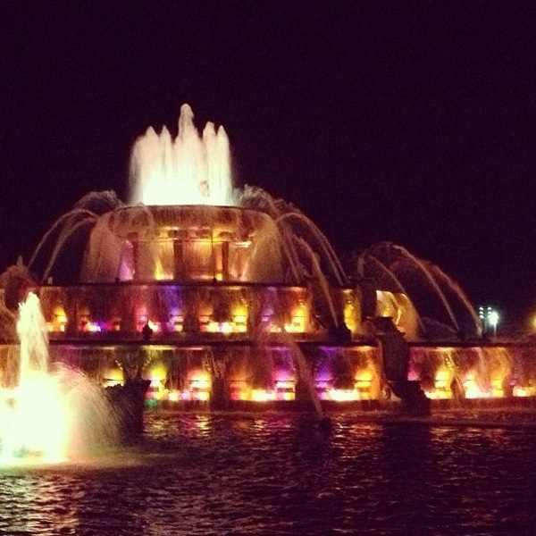Buckingham Fountain // Chicago // The Lovely Bee