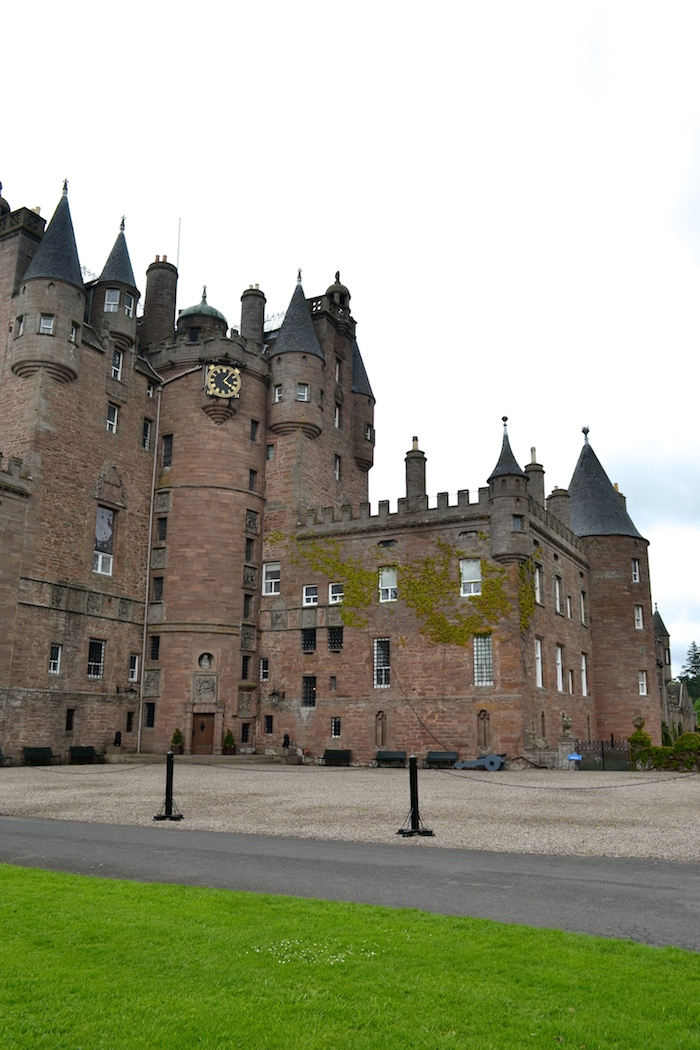 glamis castle at night